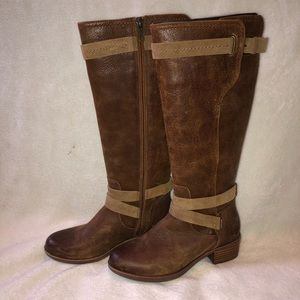 UGG Darcie Riding boot size 7